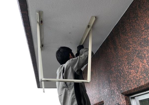 エアコン設置 室外機ベランダ吊り